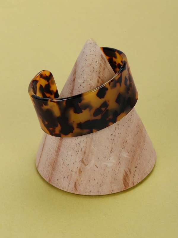 Thick Tortoise Detail Acetate Open Cuff Bracelet
